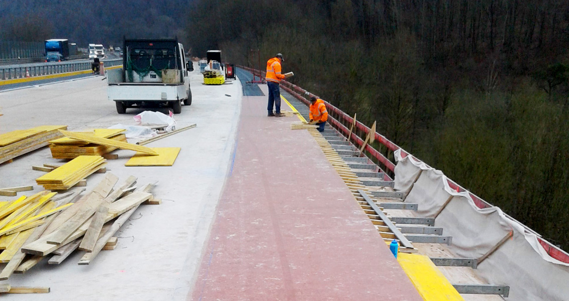 Due to temperatures of 2 to 3° C and high humidity during the repair work, MC's new special polyurethane resin, MC-DUR LF 680 was used to replace the bridge waterproofing membrane.